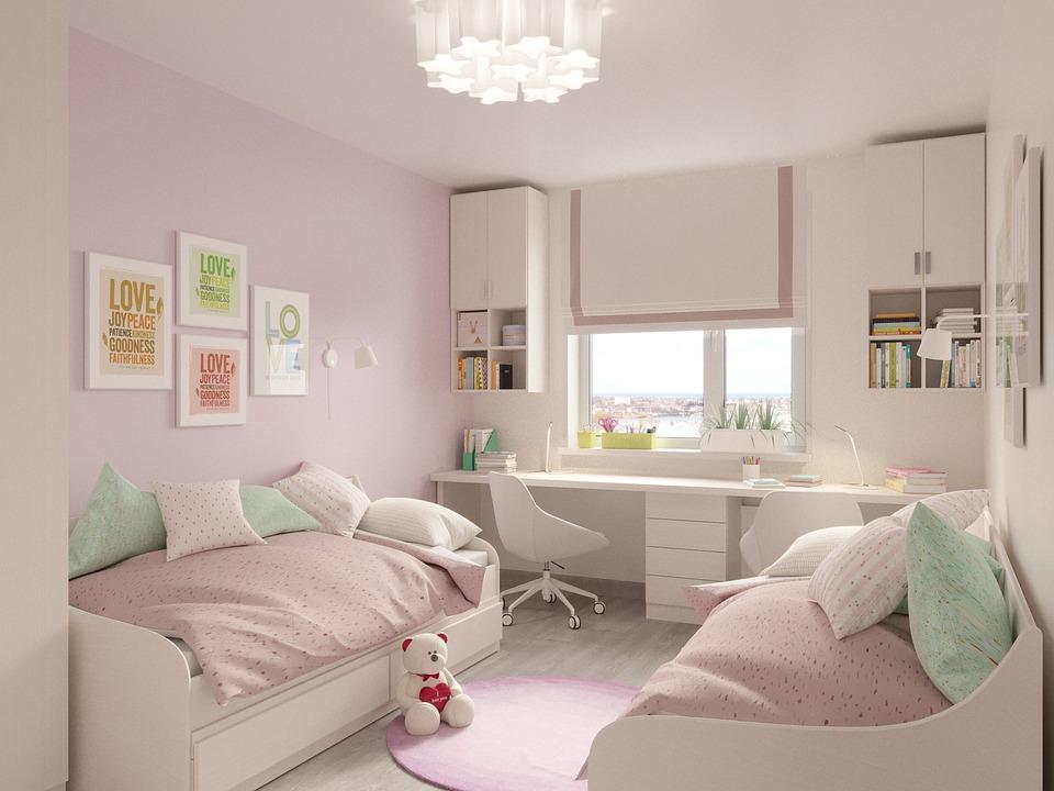 habitación juvenil con detalles blancos y rosas